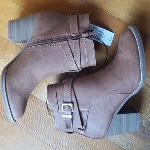 NWT Size 6 Express Booties